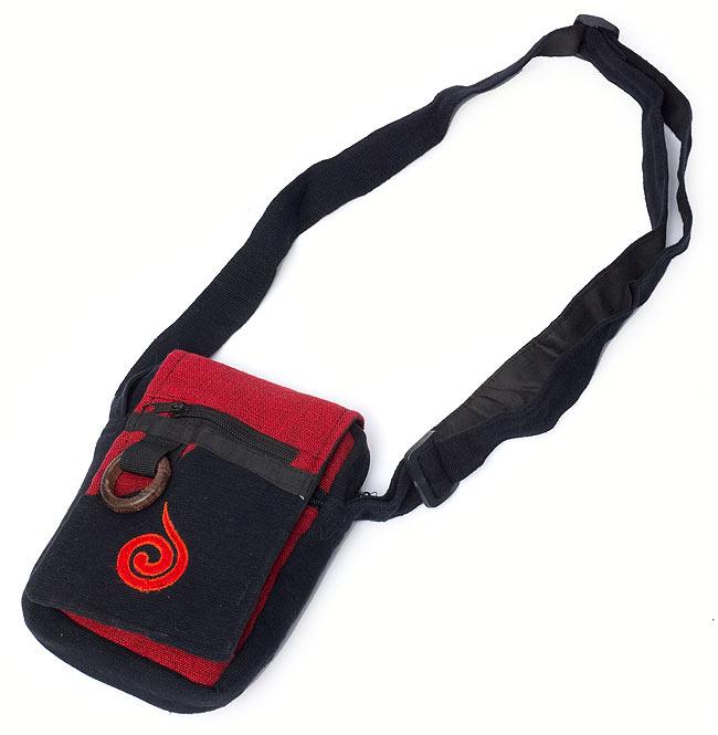 4ポケットトライバル刺繍ポシェット - 黒×赤の写真