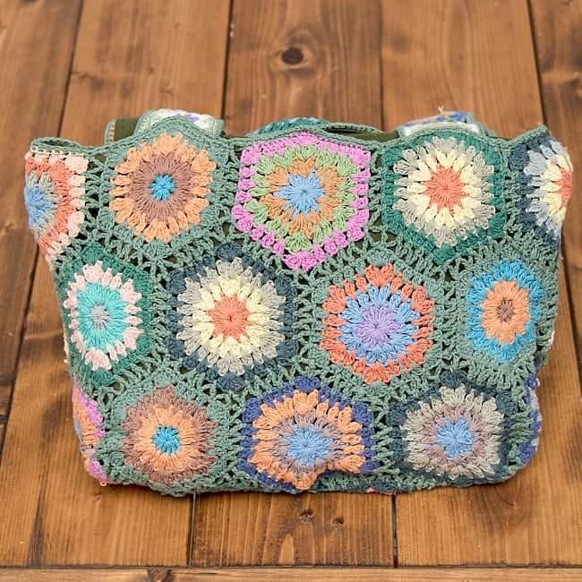 お花刺繍のショルダーバッグ【山型】グリーン 5 - 裏も可愛い刺繍がいっぱいです^^