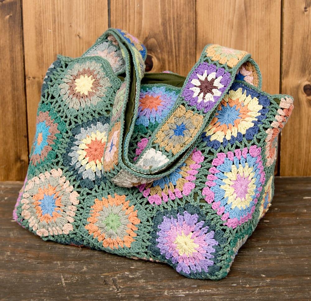 お花刺繍のショルダーバッグ【山型】グリーンの写真