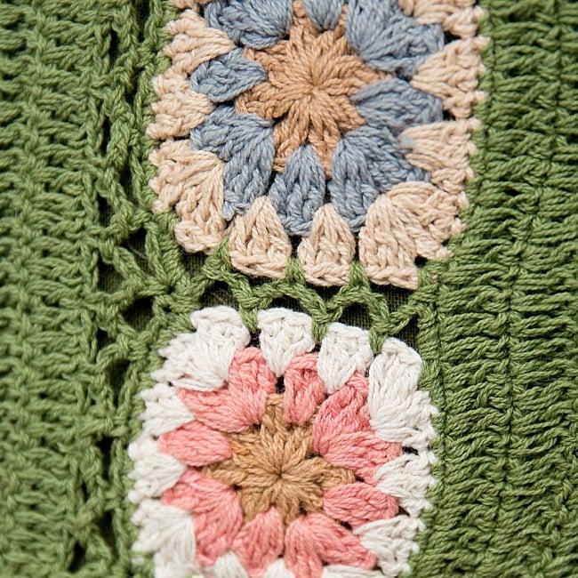 お花刺繍のショルダーバッグ グリーン(ジッパータイプ)の写真3 - 手縫いの刺繍がふわふわで可愛いです。