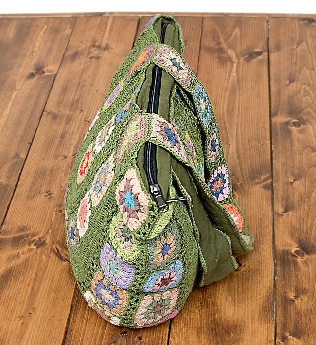 お花刺繍のショルダーバッグ グリーン(ジッパータイプ)の写真4 - 荷物を入れてみた様子です。