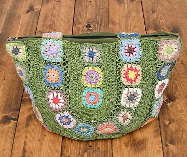 お花刺繍のショルダーバッグ グリーン(ジッパータイプ)の写真5 - 雑誌やカメラなど、普段使いのアイテムがたっぷり入りますよ!