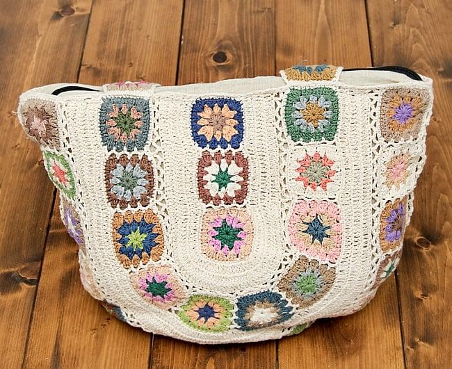 お花刺繍のショルダーバッグ アイボリー(ジッパータイプ)の写真2 - 刺繍部分をアップにしてみました。