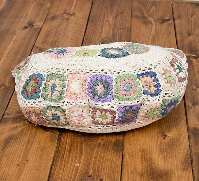 お花刺繍のショルダーバッグ アイボリー(ジッパータイプ)の写真6 - 持ちて部分にも刺繍がついていて可愛いです。