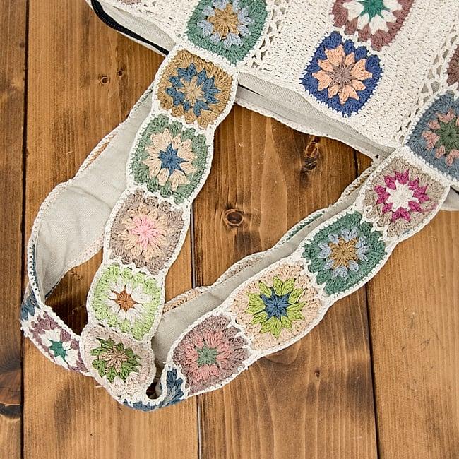 お花刺繍のショルダーバッグ アイボリー(ジッパータイプ)の写真7 - ジッパー式で、内部にも小さなポケットがあります。