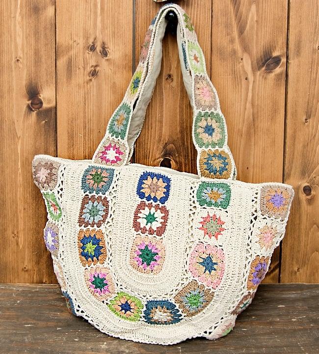 お花刺繍のショルダーバッグ アイボリー(ジッパータイプ)の写真
