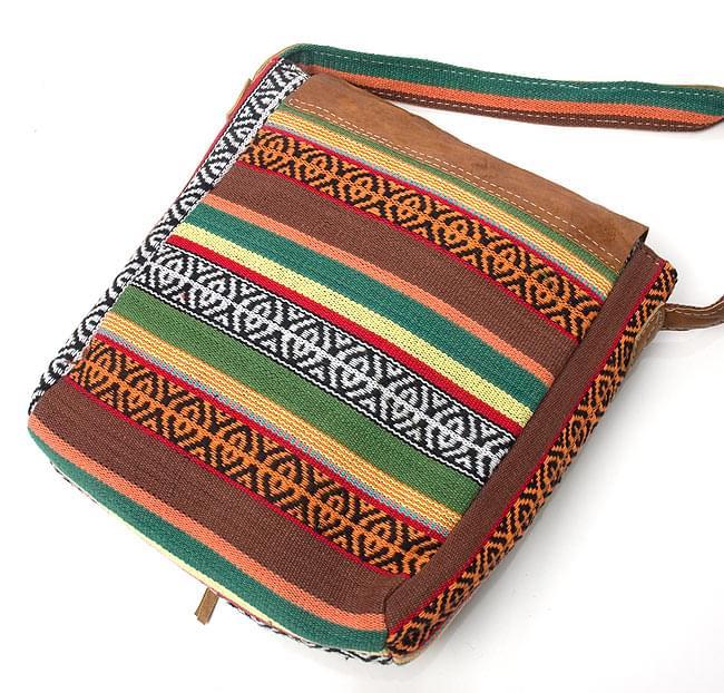 エスノ刺繍とハンドメイドレザーのショルダーバッグ - 緑 5 - 裏面になります