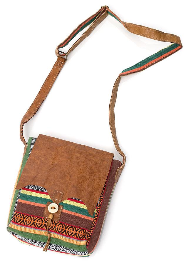 エスノ刺繍とハンドメイドレザーのショルダーバッグ - 緑の写真