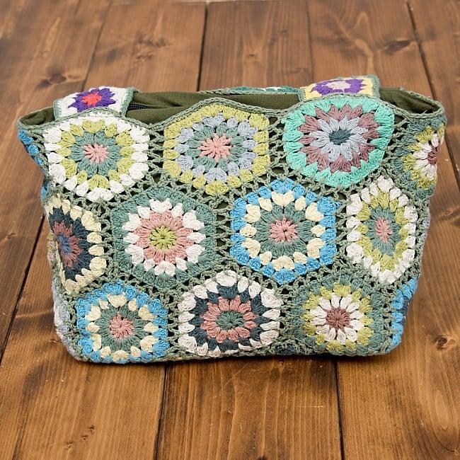お花刺繍のショルダーバッグ【山型・小】グリーン 2 - お花柄がとても可愛いです!