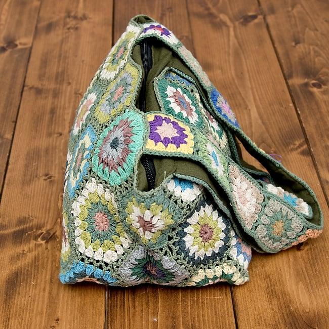 お花刺繍のショルダーバッグ【山型・小】グリーン 4 - サイドはこの様になっています