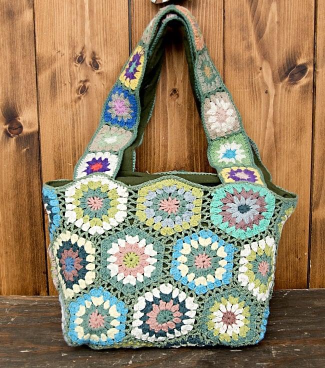 お花刺繍のショルダーバッグ【山型・小】グリーンの写真