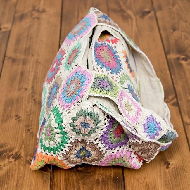 お花刺繍のショルダーバッグ ライトグリーンの写真4 - 刺繍をアップにしてみました。