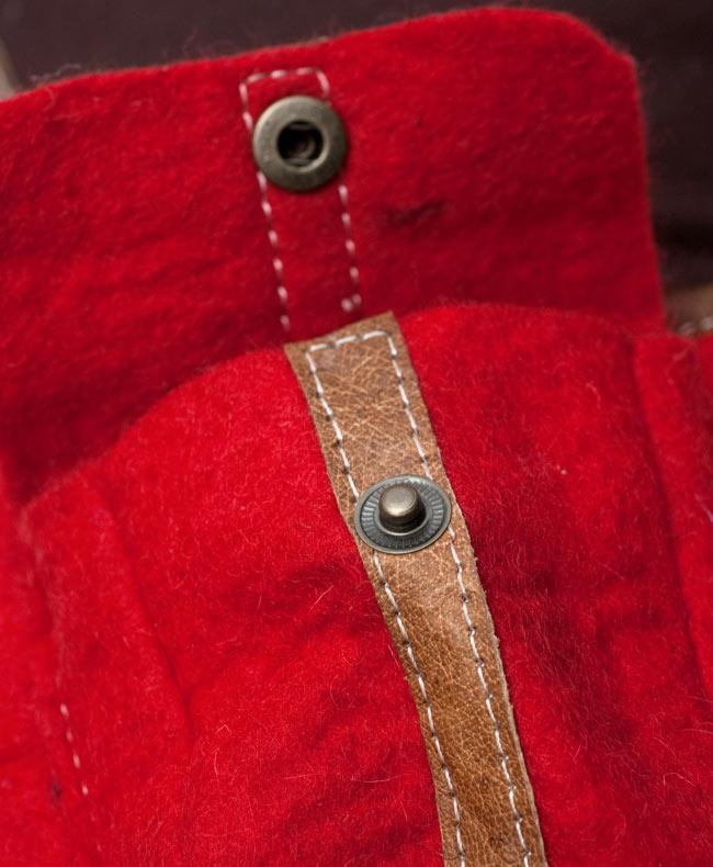 手作りフェルトとレザー製ポシェット - 水色 13 - スナップボタンで留められています
