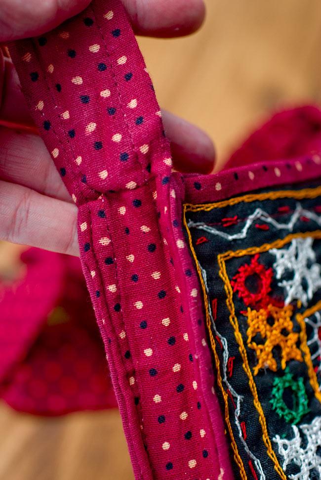カッチ刺繍のポシェット - しかく型 6 - ショルダー部分です。少し長めの肩掛けです。ながさ調整機能はありませんが、エスニックなピンなどで調整するのも素敵ですね