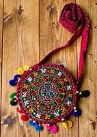 カッチ刺繍のポシェット - 丸型