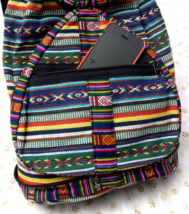 折りたためるから便利!おにぎりバックパック 9 - 下部ポケットは携帯がぴったりはいる大きさです。