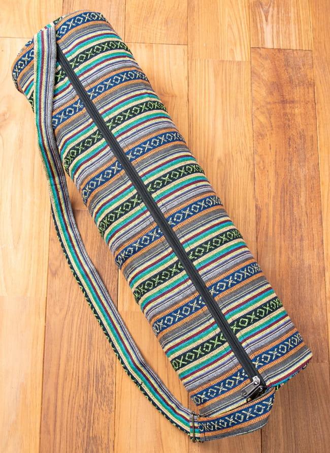 【大サイズ】ネパール織り布のヨガマットバッグの写真4 - ファスナーは裏面についております