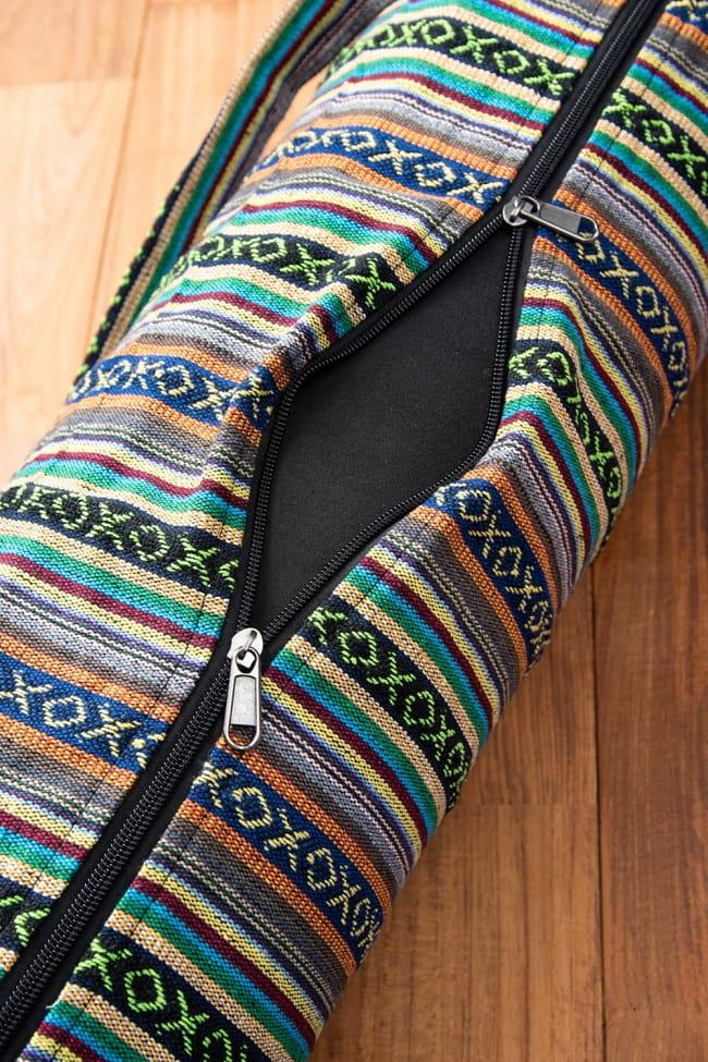 【大サイズ】ネパール織り布のヨガマットバッグの写真6 - ファスナーは2つ付いているので、大きく開くことができとっても便利に。