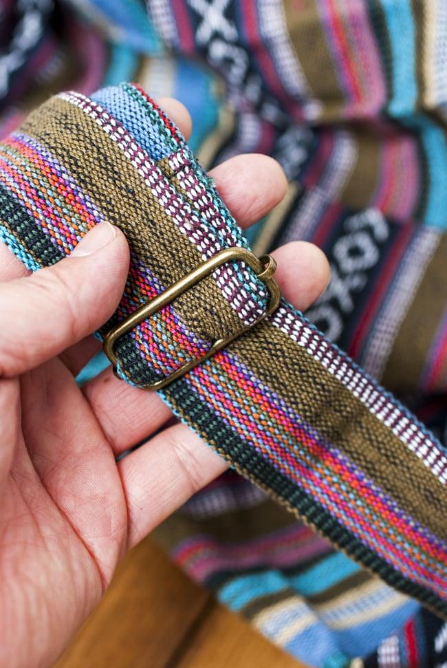 【大サイズ】ネパール織り布のヨガマットバッグ 10 - ストラップは長さ調整ができます。ここにも刺繍がついているのが可愛いですね。