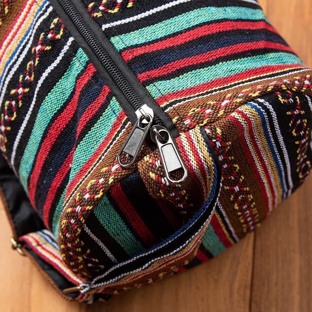 【大サイズ】ネパール織り布のヨガマットバッグ 5 - 以前は収納口が、紐で結ぶタイプでしたがファスナー収納に改良いたしました!ファスナーの色などは入荷時期により異なります。(以下の写真は、色違いの商品の写真となります)