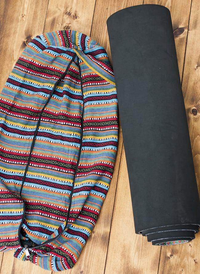 【大サイズ】ネパール織り布のヨガマットバッグ 8 - ファスナーをすべて開いたところです。改良によりとっても使いやすくなりました。