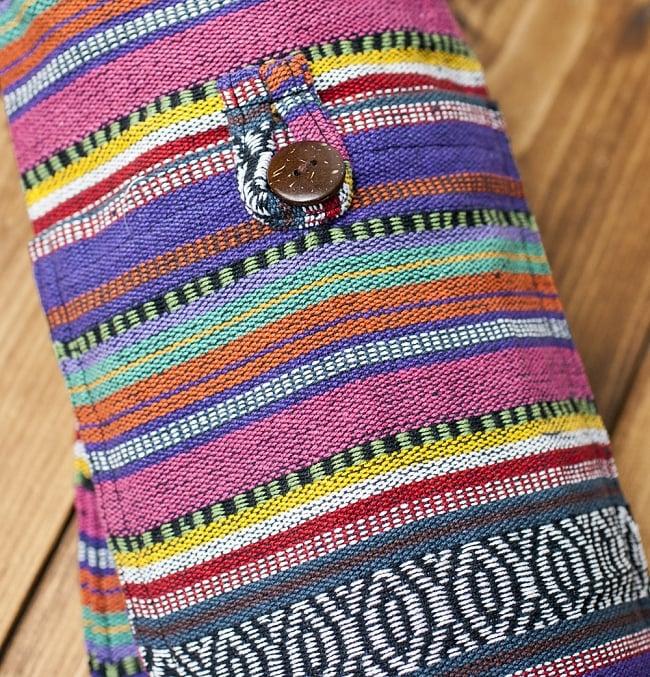 ネパール織り布のヨガマットバッグの写真5 - 正面側には小物入れがあります。