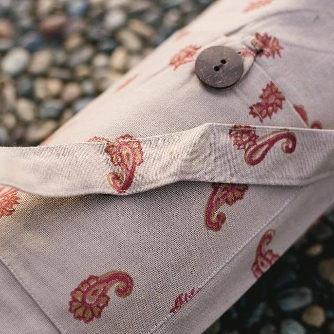 ウッドブロックのコットン ヨガマットバッグ【ベージュ】 5 - 小物入れが付いているので、お出かけに便利ですよ。