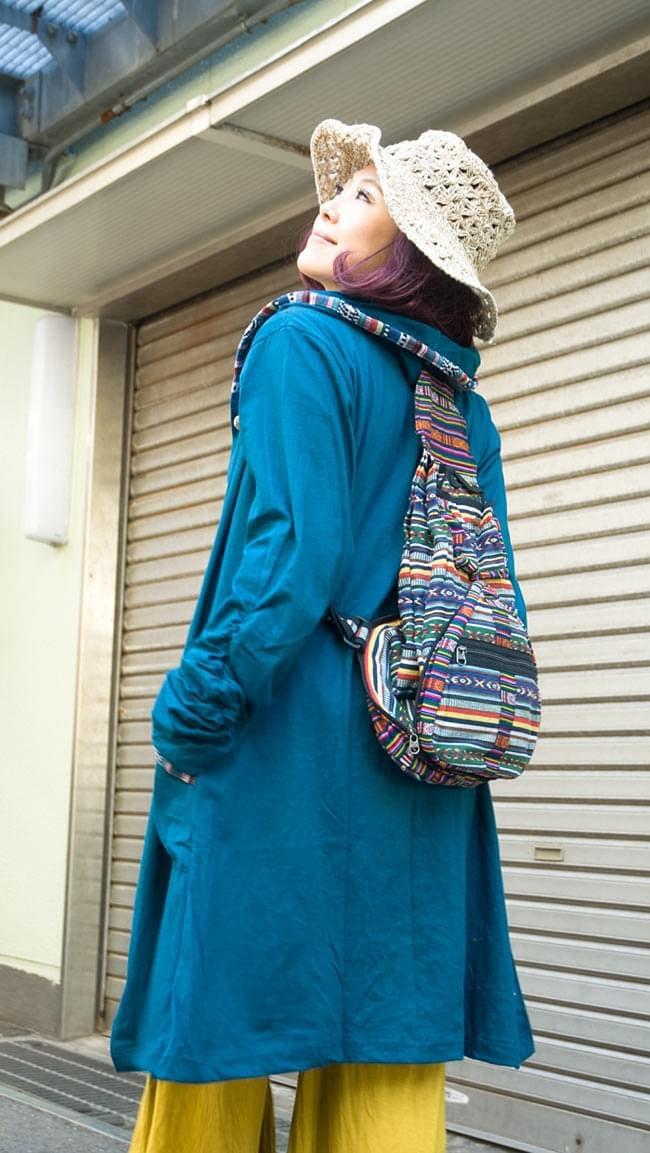 折りたためるから便利!おにぎりバックパックの写真12 - 両肩に掛けてみた様子です。