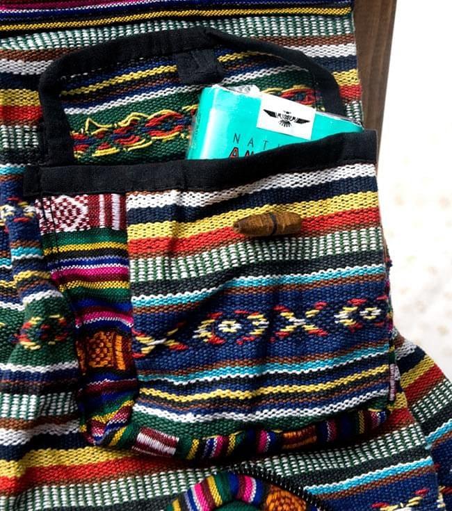 折りたためるから便利!おにぎりバックパックの写真8 - ネパールを代表する織物、「ゲリ」を素材として用いています。(以下は同ジャンルの商品の写真となります)