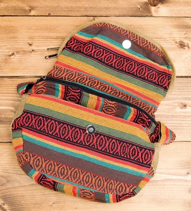 【収納たっぷり!】エスノ刺繍のショルダーバッグ - 赤x黄系の写真3 - バックを開いてみました。