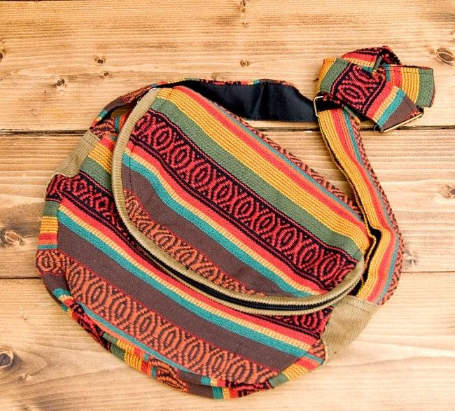 【収納たっぷり!】エスノ刺繍のショルダーバッグ - 赤x黄系の写真