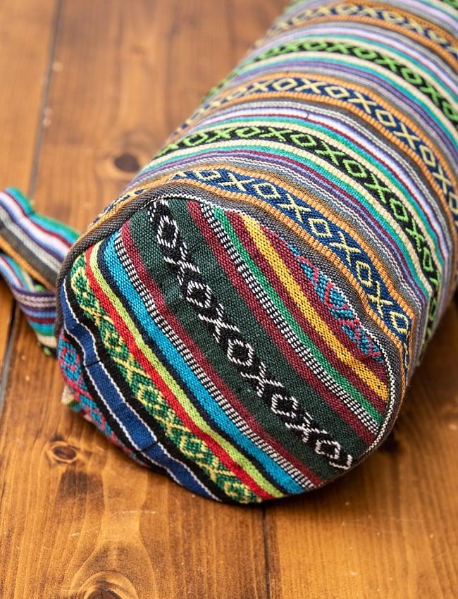 [ジッパータイプ]ネパール織り布のヨガマットバッグ 2 - 底の部分をアップにしてみました。直径は16cm程度になります。