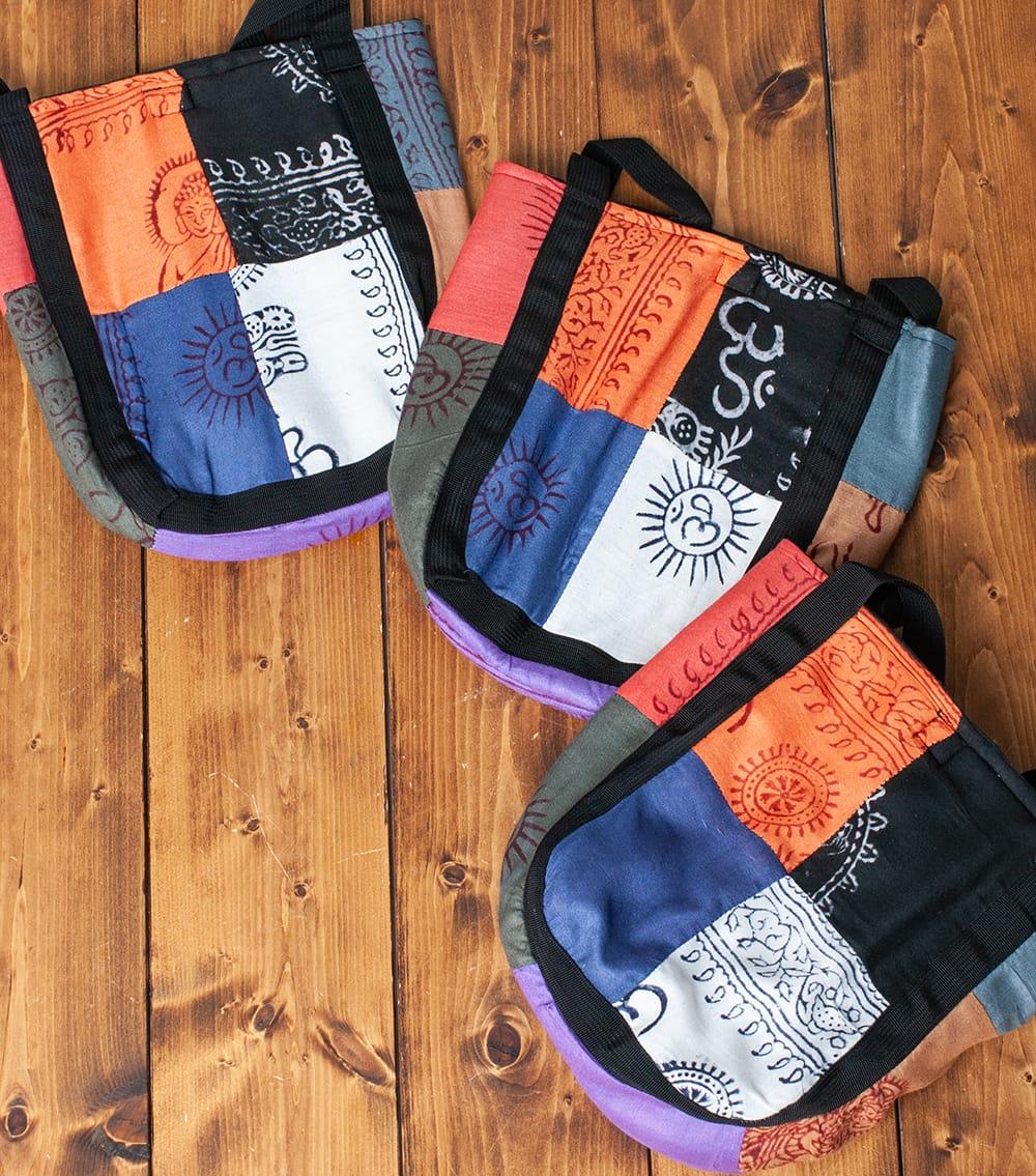 パッチワークトートバッグ 【ラムナミ】 10 - 大きな布を切り抜いているので、パッチワークのパターンは一点ずつ異なります。