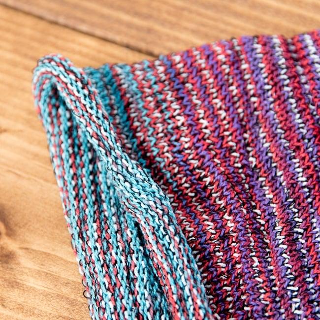 何通りも楽しめる!魔法のターバン - パープル×赤×ブルー 4 - 端は縫いっぱなしなので、くるっとロール状になっています。特にほつれてくることはありませんのでご安心下さい。
