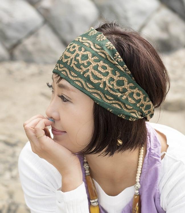 アンティークサリーのヘアバンド 2 - 選択B:グリーン系の着用例です。