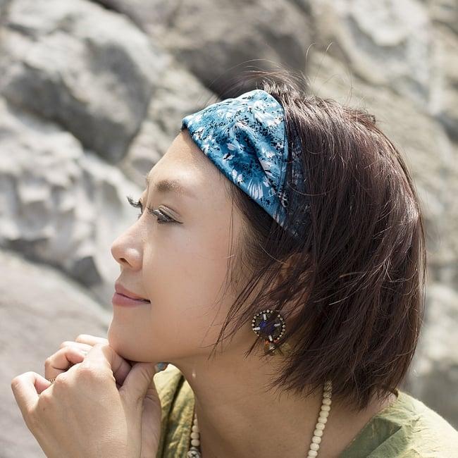 アンティークサリーのヘアバンド 5 - 選択D:ブルー系の着用例です。