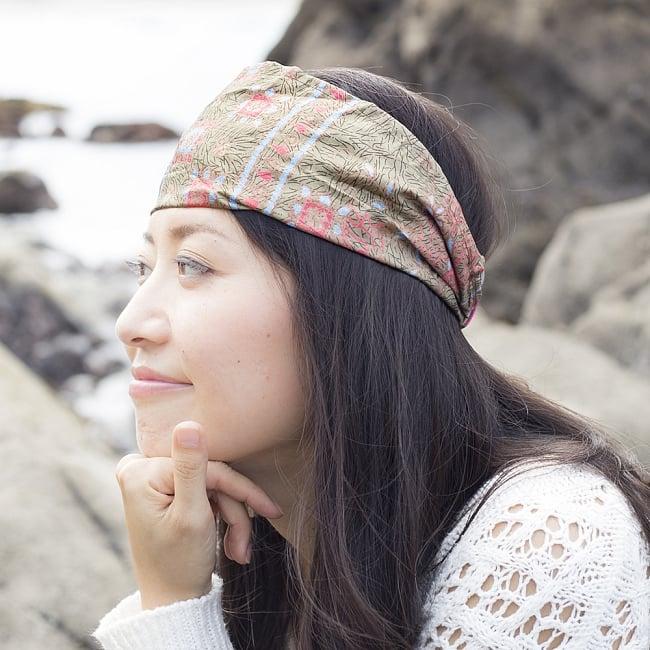 アンティークサリーのヘアバンド 6 - 選択E:茶・ベージュ系の着用例です。