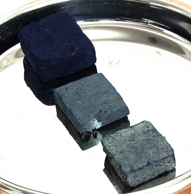 インディゴケーキ - インド藍 ブロック 藍染用 【標準品 約100g】 4 - 奥から最高級品、良品、標準品のインディゴケーキです。色が違いますね。
