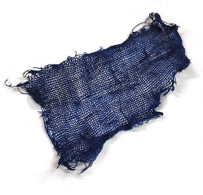 インディゴケーキ - インド藍 ブロック 藍染用 【標準品 約100g】 8 - 標準品を使って染めてみました。水1Lに標準品20gを入れて染液を作って染めたものです。
