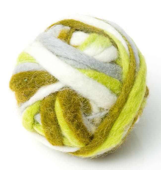 カラーウールボール - 緑×グレーの写真