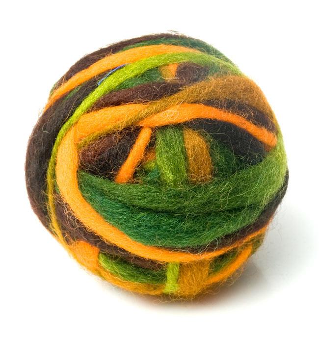 カラーウールボール - 茶×緑の写真