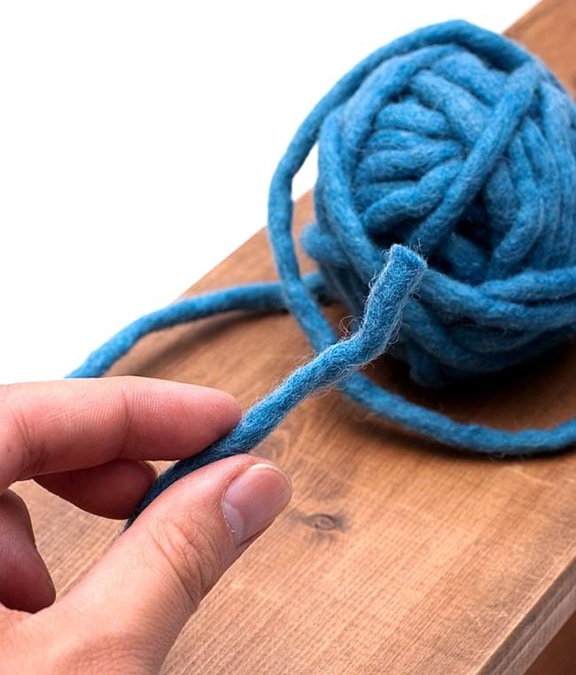 フェルトウールボール - グリーン 4 - このようにフェルトの糸がボール状に巻きつけられております。