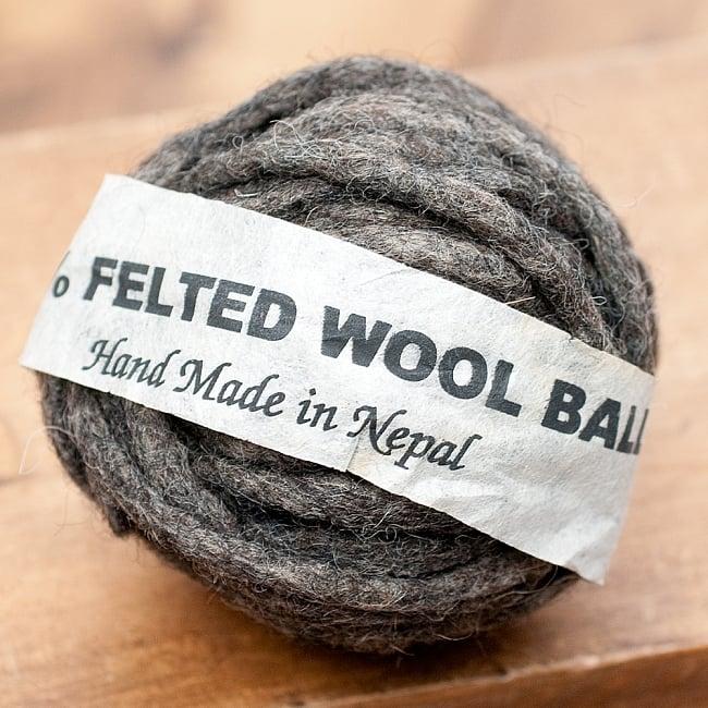 フェルトウールボール - ダークグレーの写真
