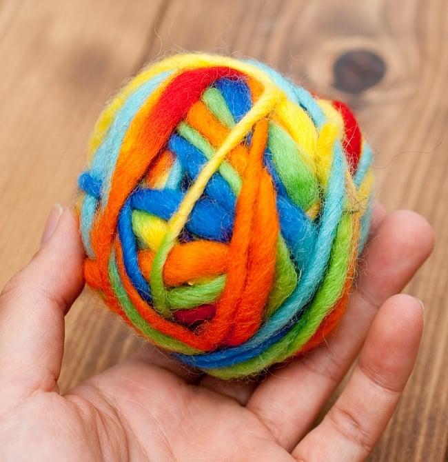 カラーウールボール - レインボー 4 - いくつか色違いを置いておいても、絵になると思います。