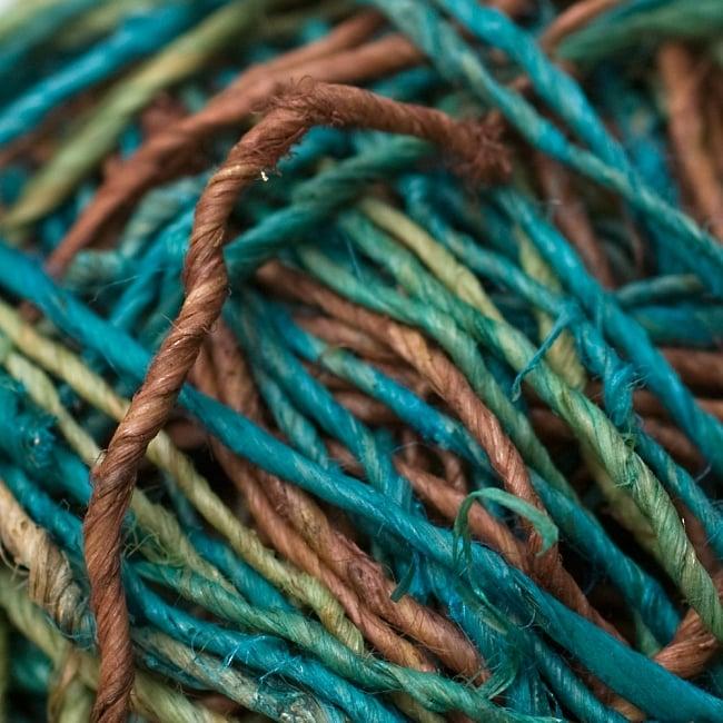 〔手芸用〕カラーヘンプボール-細糸 【緑系MIX】の写真2 - アップにしてみました。質感が分かりますね。