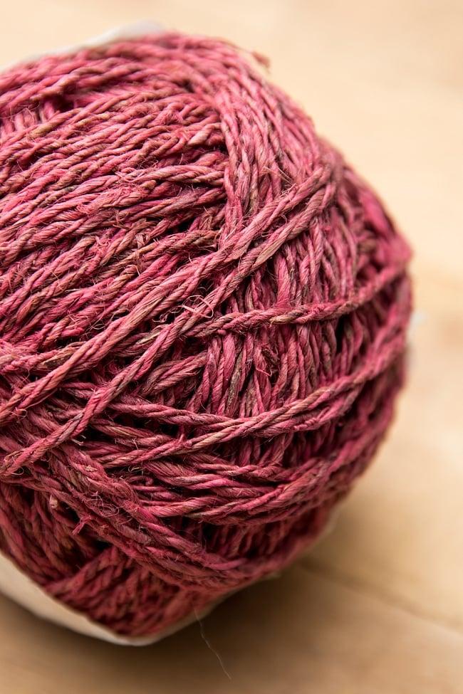 〔手芸用〕カラーヘンプボール  -  紅色 2 - ざっくりとした手触りが魅力的です。