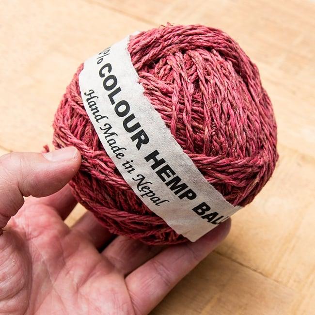 〔手芸用〕カラーヘンプボール  -  紅色 3 - 手に取るとこれくらいのまとまりです。
