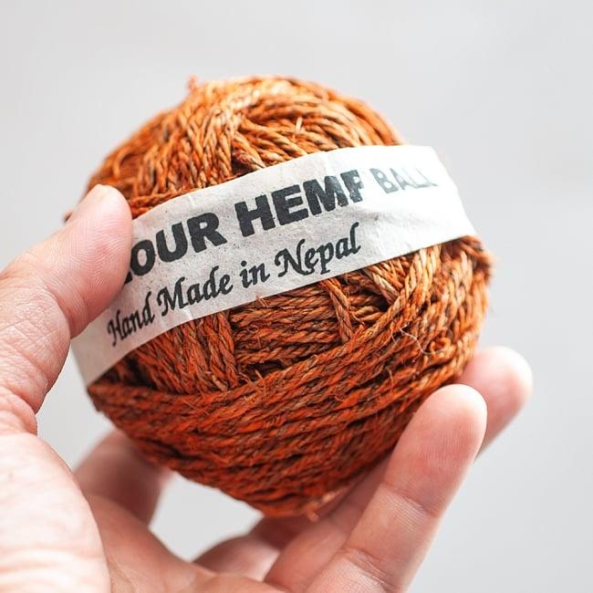 カラーヘンプボール - オレンジ 3 - 手に取るとこれくらいの大きさです。
