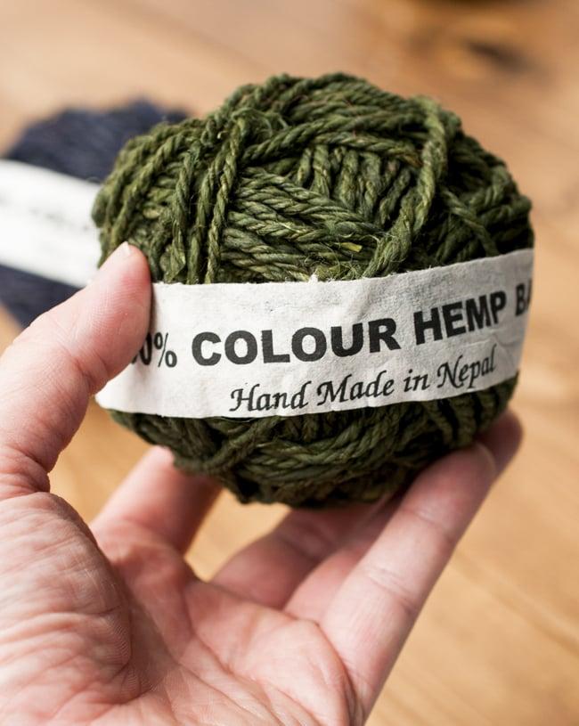 〔手芸用〕カラーヘンプボール−若草色 3 - 手に取るとこれくらいのまとまりです。