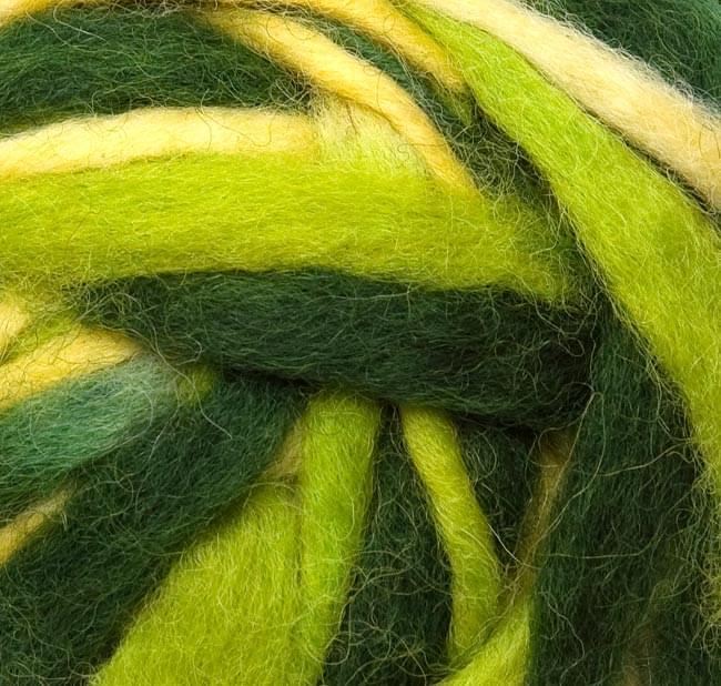 カラーウールボール - 緑×黄緑 2 - 拡大写真になります。